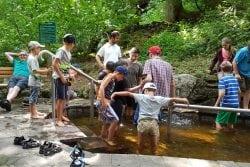 Integrationsgruppe im Kneipp-Becken