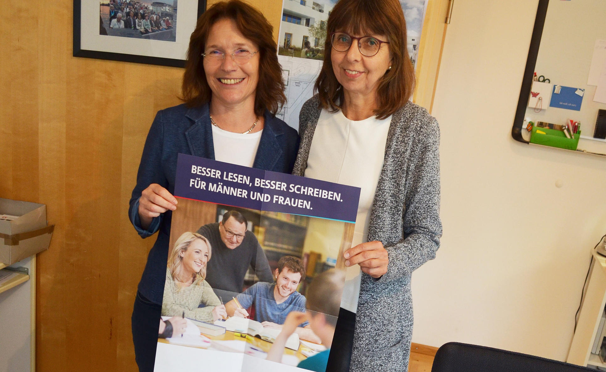 Margot Eisenmeier und Ulla Hahn im Familienzentrum